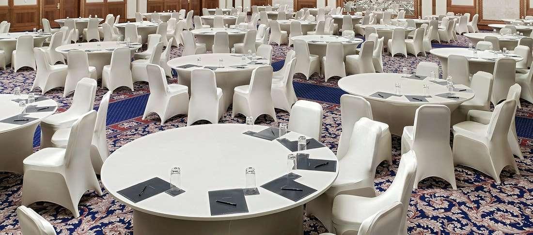 bàn tròn nhà hàng tiệc cưới 12 người