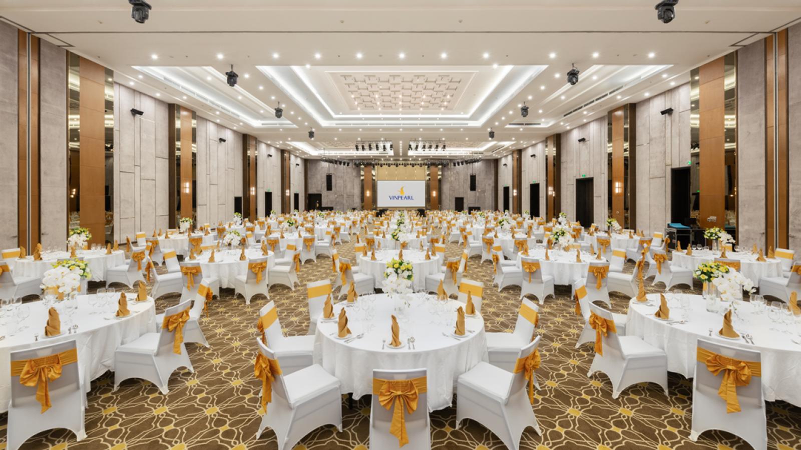 Ghế banquet và bàn tròn ibm